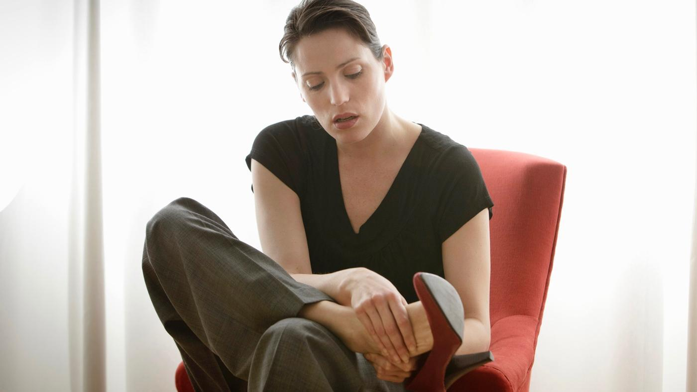 What Causes Neuropathy and Swelling in the Feet?