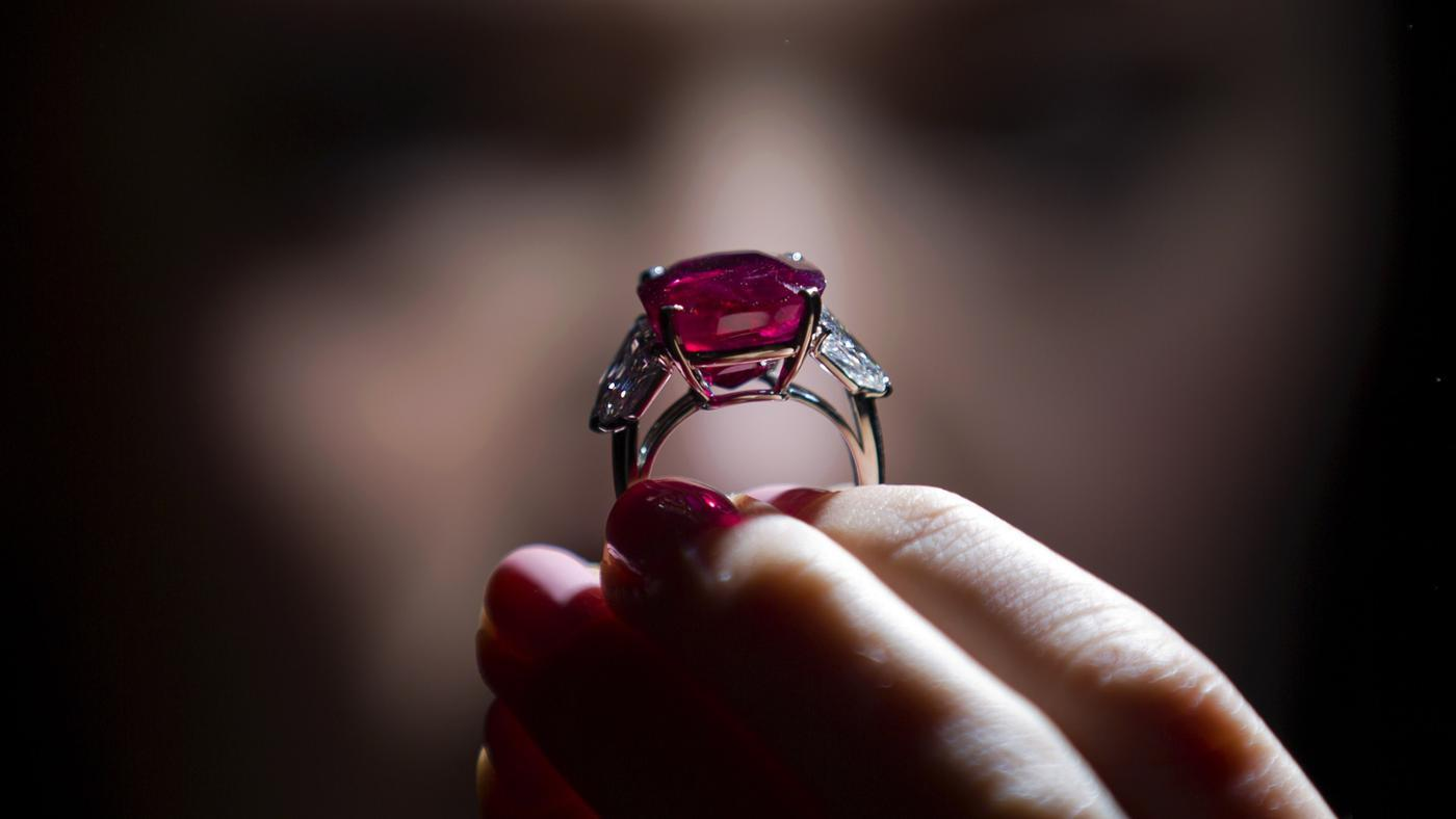 How Do You Determine the Per-Carat Value of a Ruby?