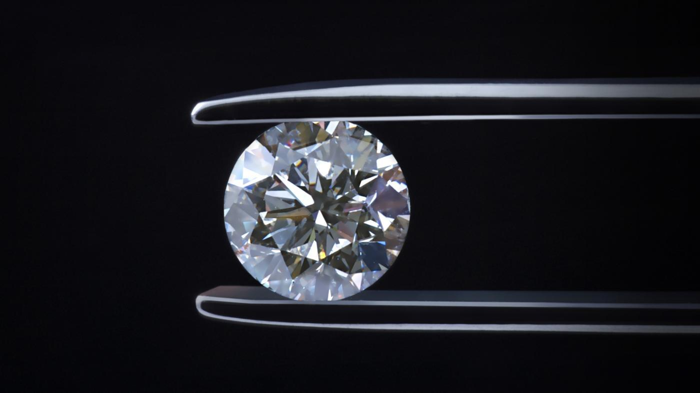 How Are a Diamond's Dimensions Measured?