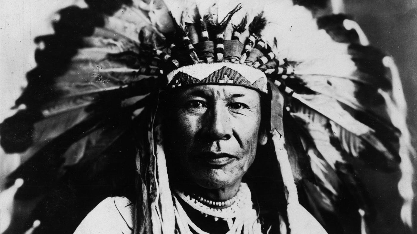 What Did the Blackfoot Indians Wear?