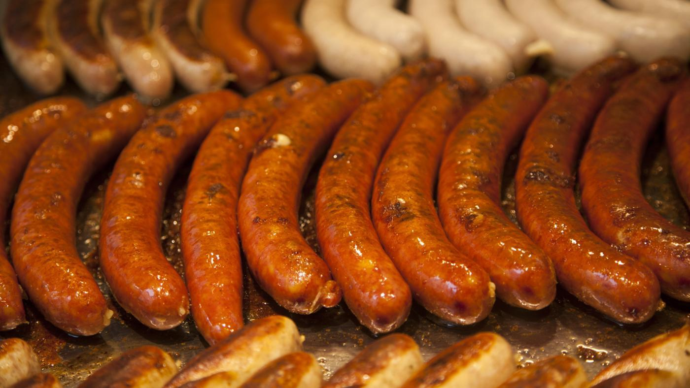 What Is the Difference Between Bratwurst and Knockwurst?