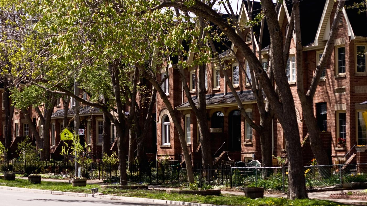 What Is the Difference Between a Condo, a Townhouse and an Apartment?