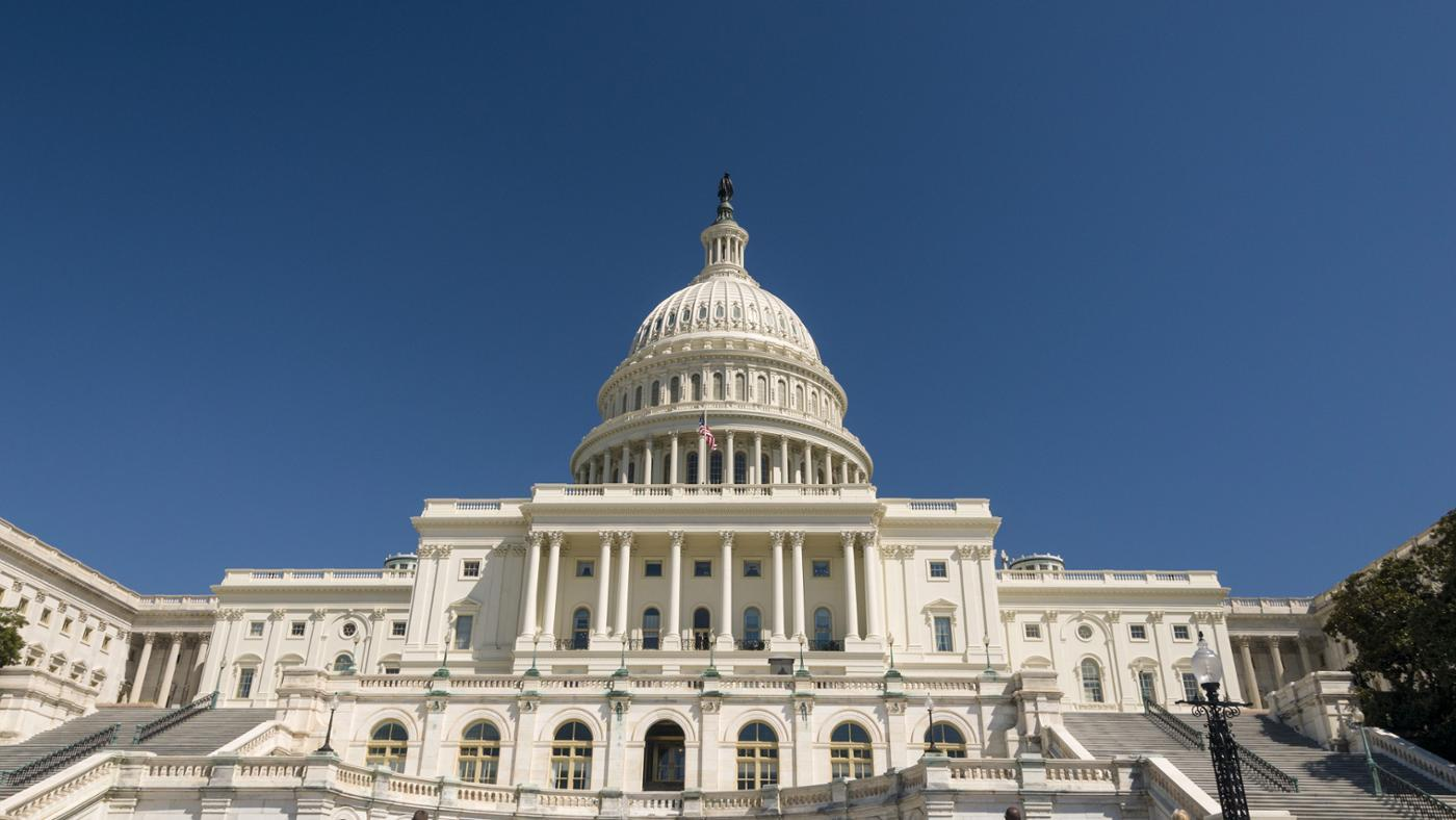 What Is the Difference Between Federal and State Governments?