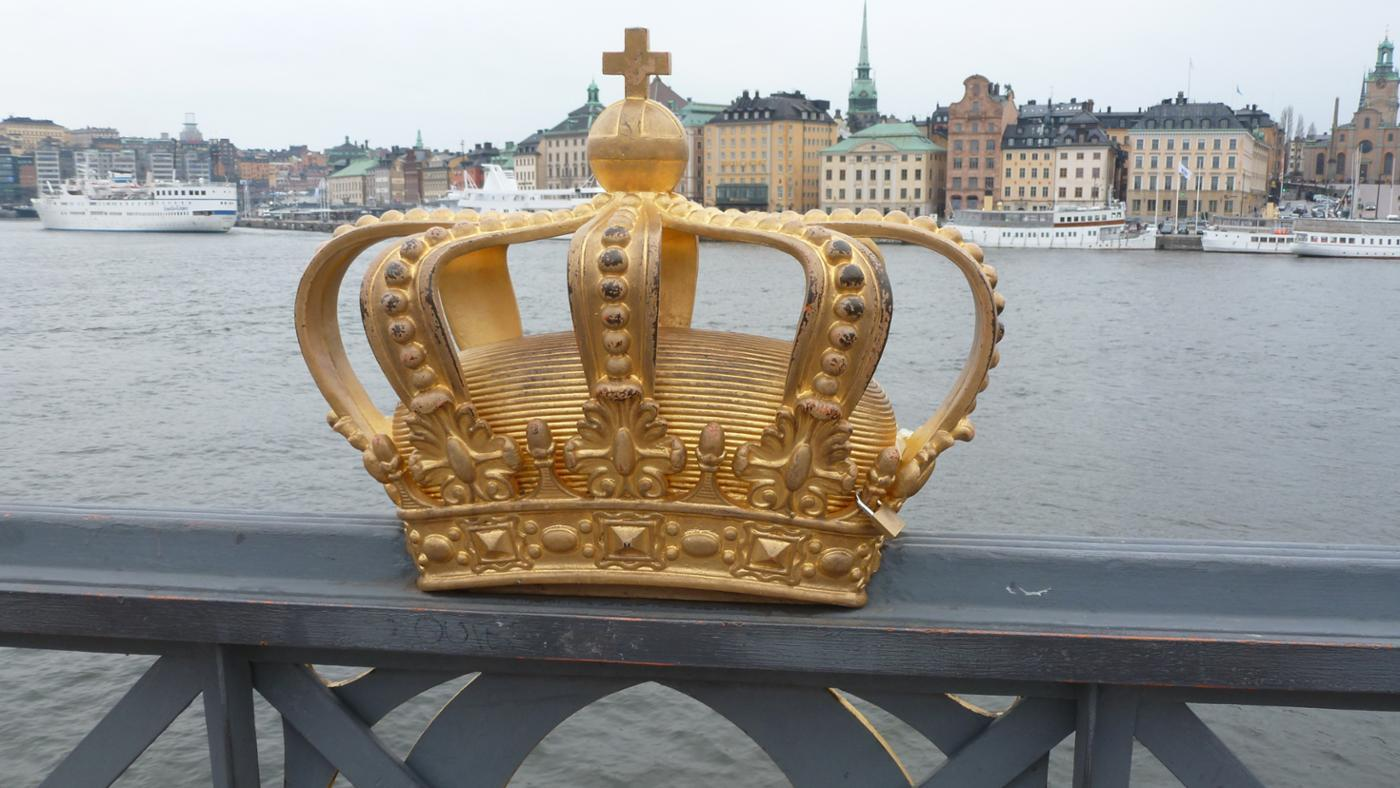 What Are the Differences Between a Monarchy and a Democracy?