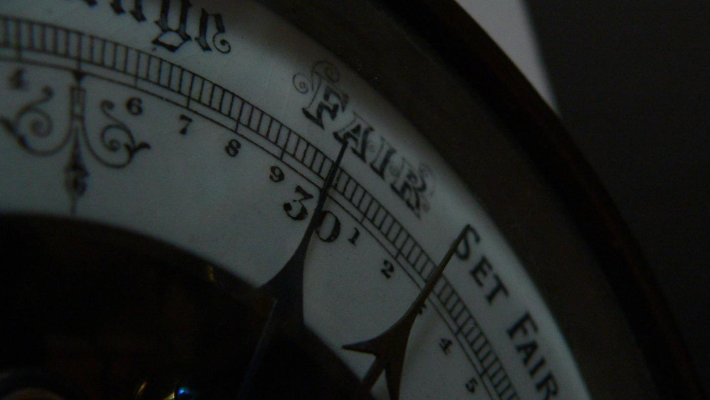 What Does a Falling Barometer Indicate?