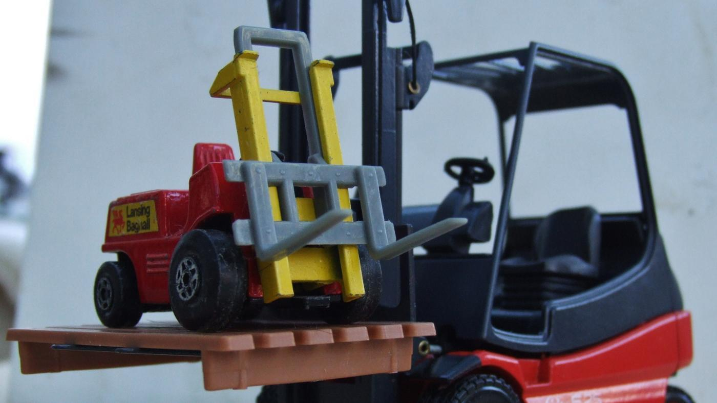 What Is the Fulcrum Point of a Forklift?