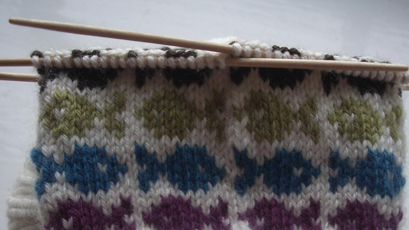 What Are Good Materials to Use for Knitting Mittens?