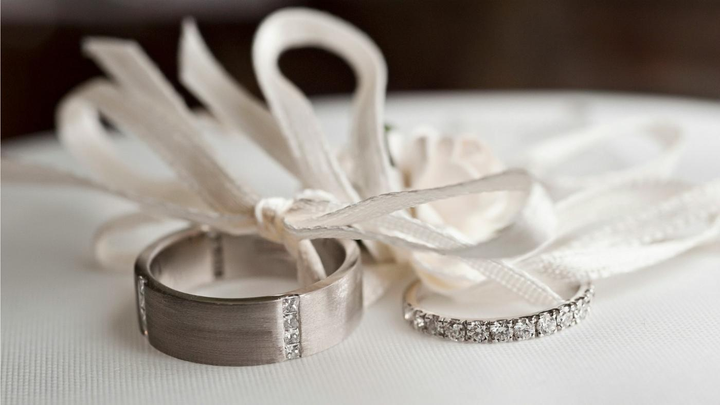 What Hand Does Your Wedding Ring Go On?