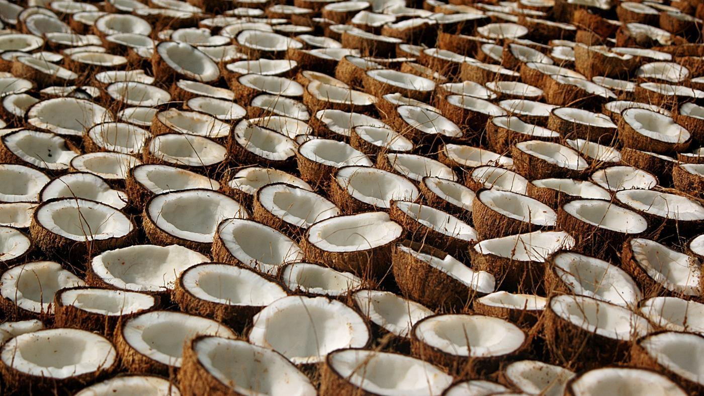 What Are the Health Benefits and Uses of Coconut Oil?