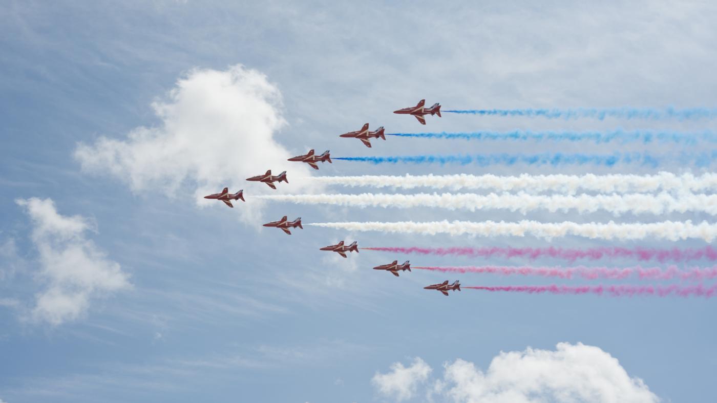 How Do Stunt Planes Produce Smoke?