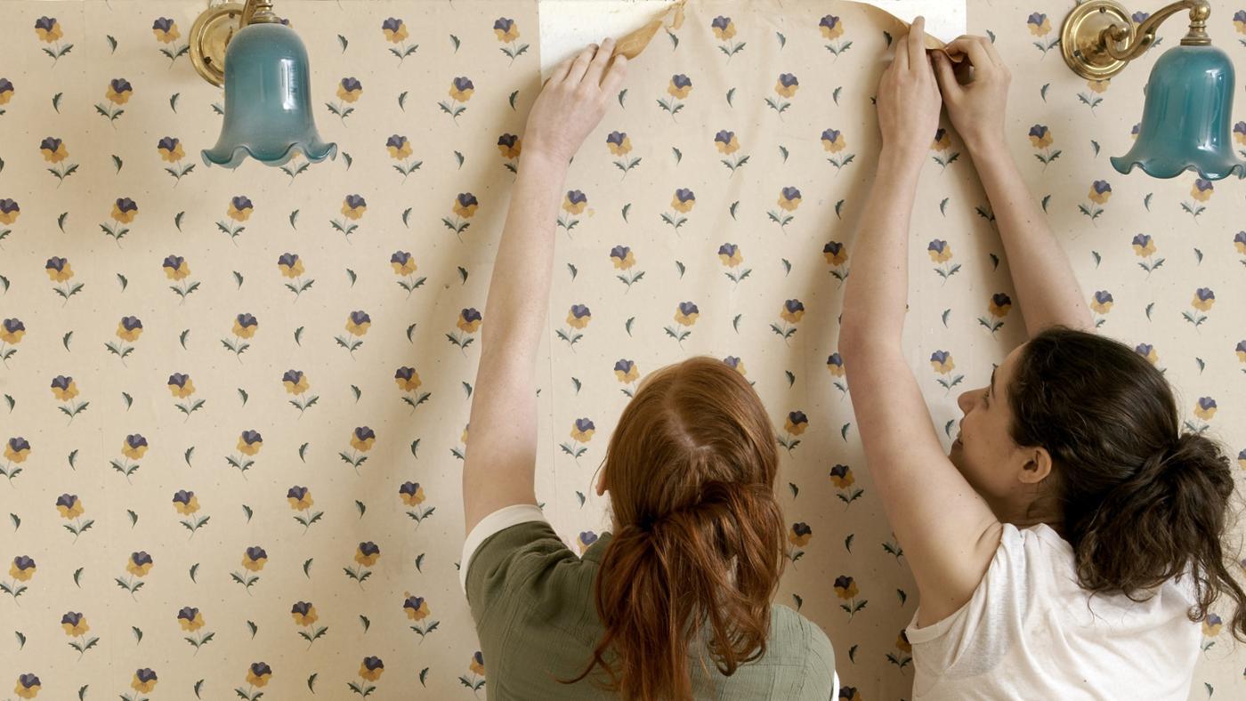 How Long Is a Standard Roll of Wallpaper?