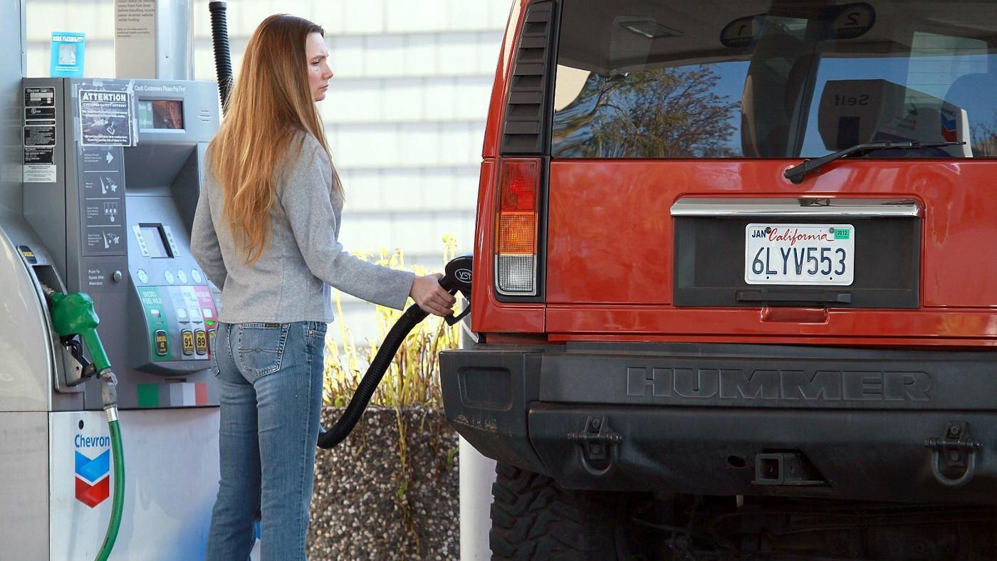 What Is the Hummer H2's Gas Mileage?