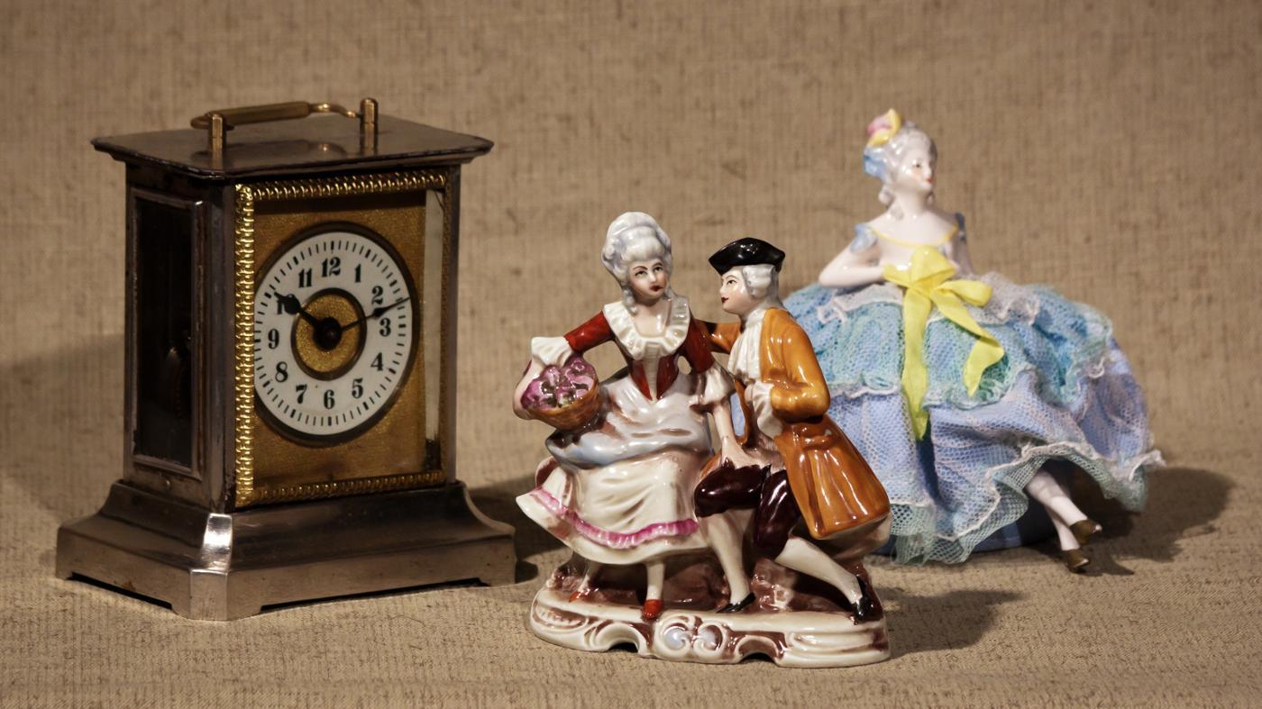 How Do You Identify Antique Porcelain Figurines?