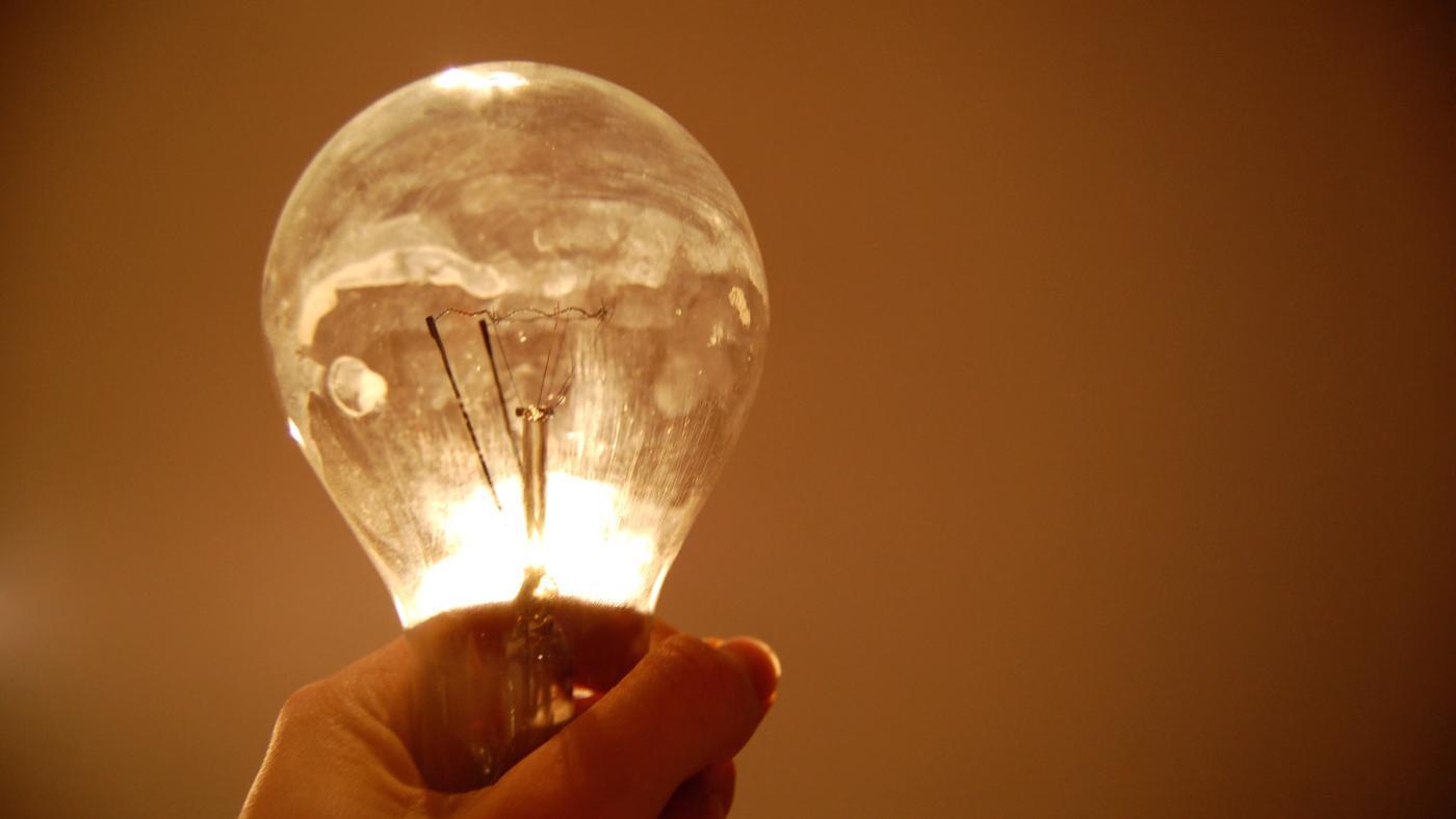 How Does a Light Bulb Circuit Work?