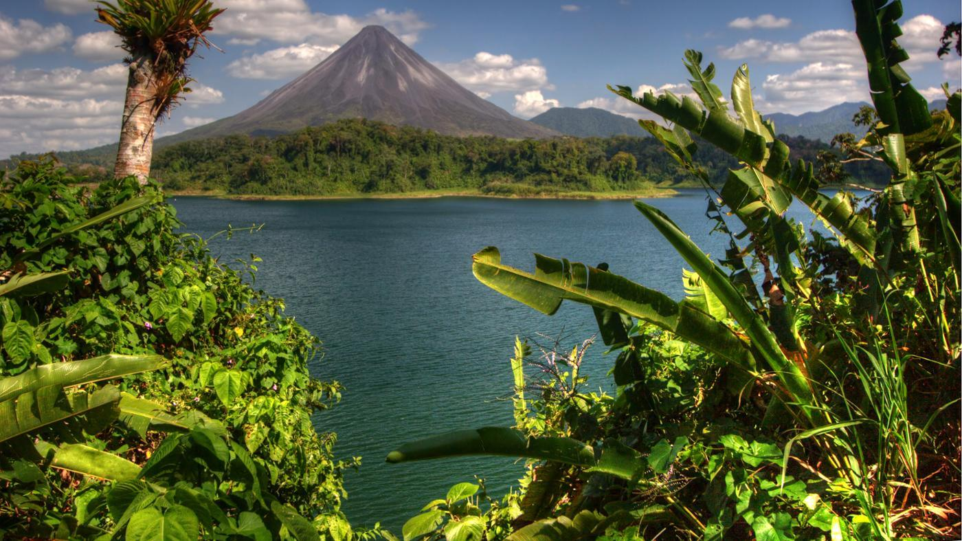 What Is a List of Active and Inactive Volcanoes in the World?