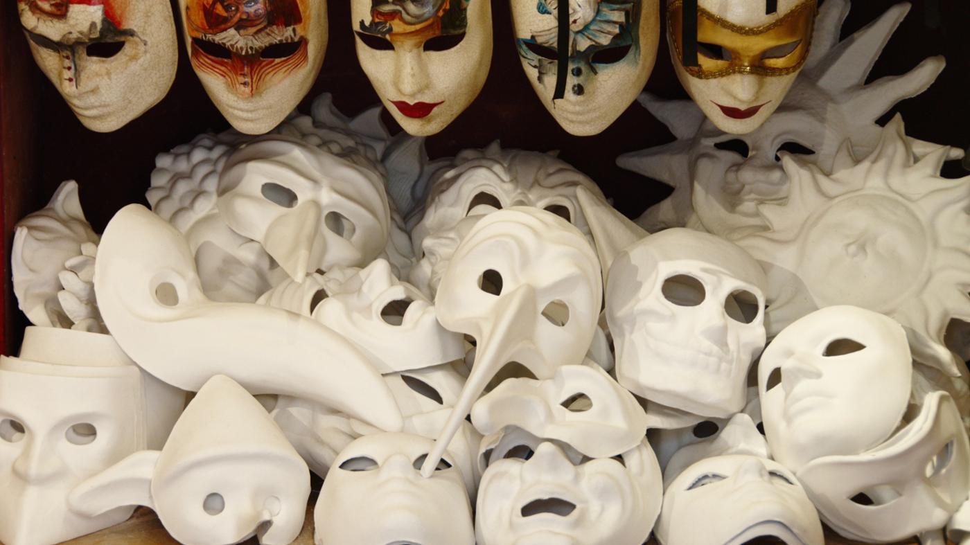 How Do You Make a Mardi Gras Mask?