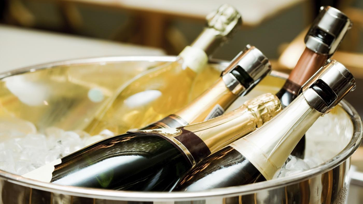How Many Ounces Are in a Bottle of Champagne?