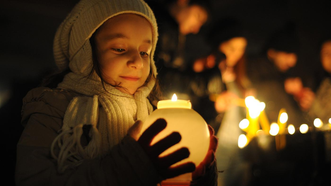 What Is the Meaning of Candlelight Service?