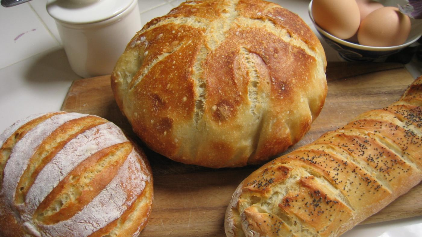 What Are the Differences Between Miche and Baguette Breads?