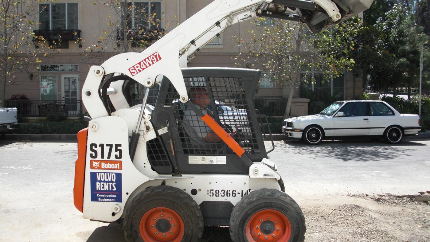 How Much Does a Bobcat Loader Weigh?