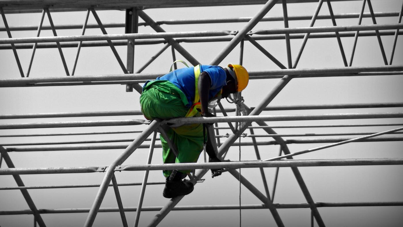 How Much Do Construction Workers Make an Hour?