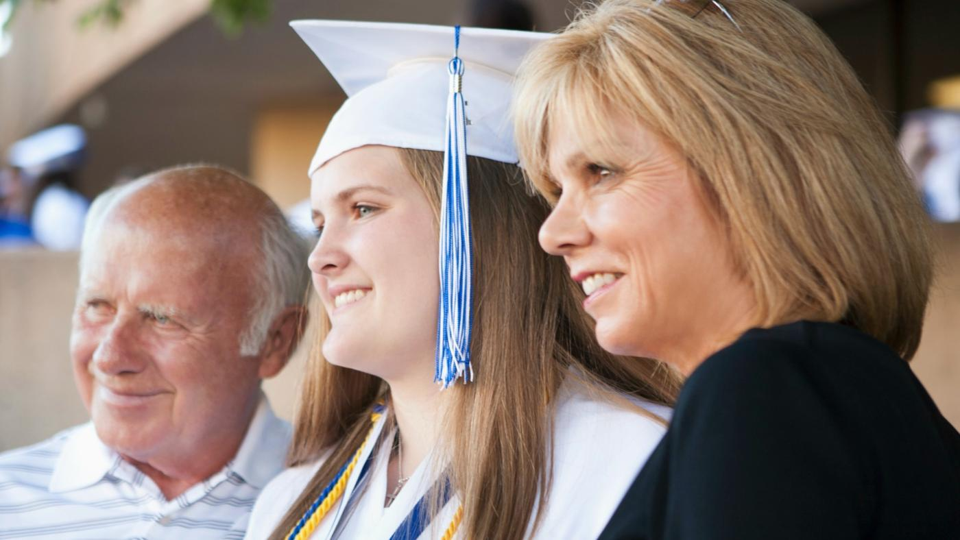 How Much Money Do You Give for a High School Graduation Gift?
