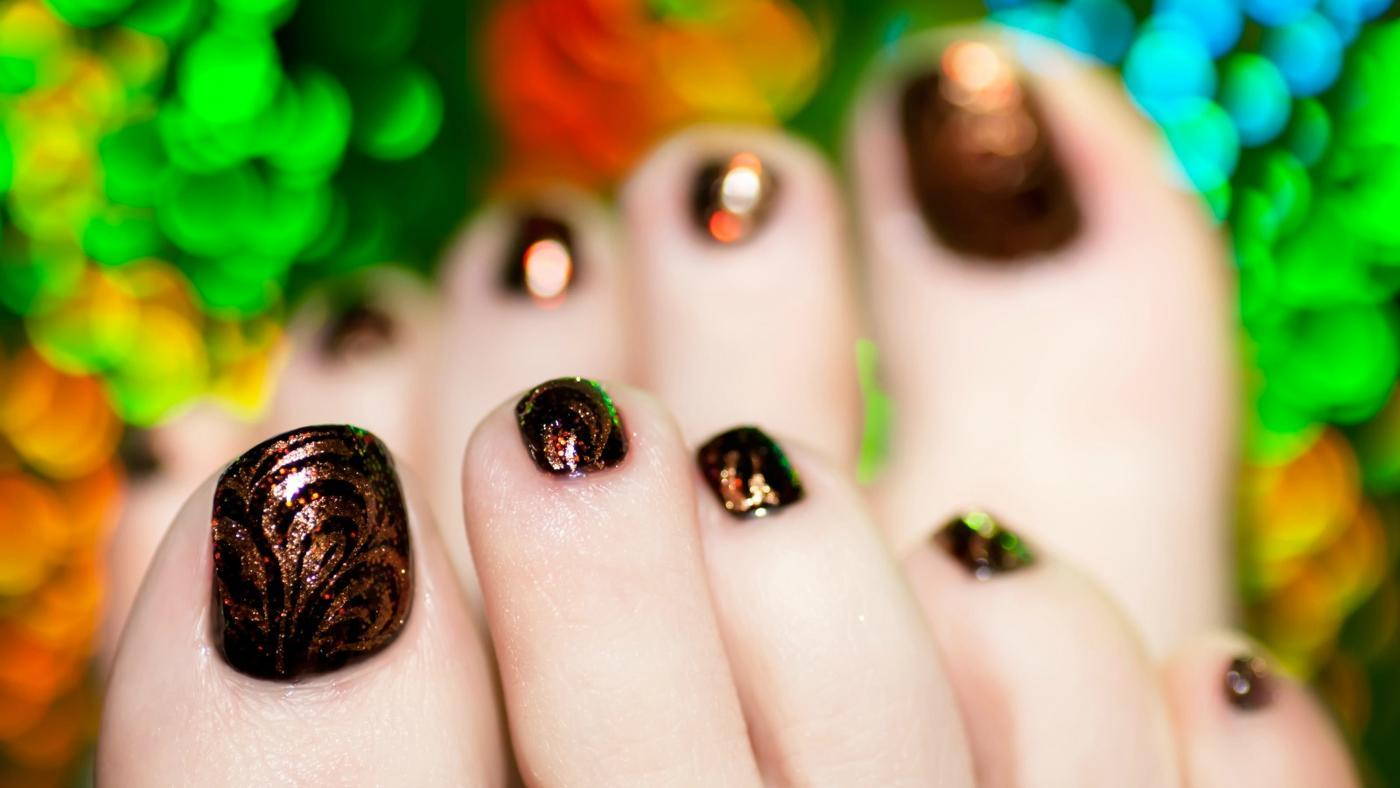 What Are Some Nice Nail Designs for Toes?