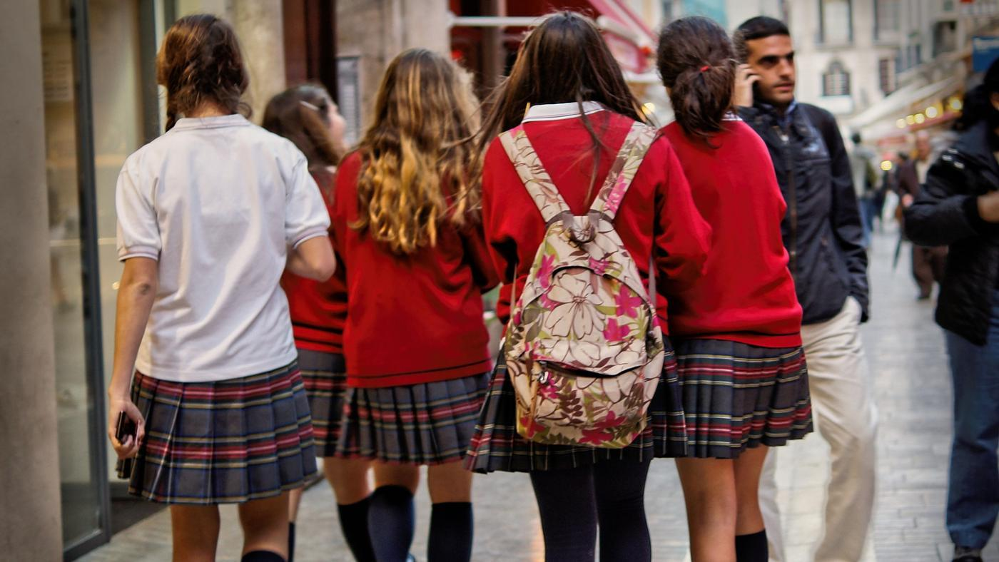 Why Should Students Wear School Uniforms?