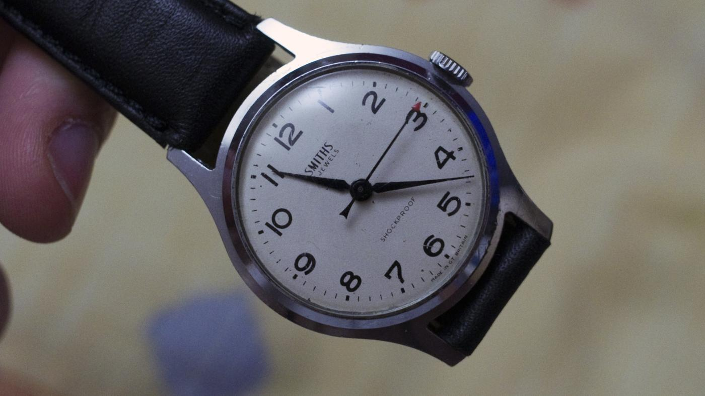 How Do You Open the Back of a Wrist Watch?