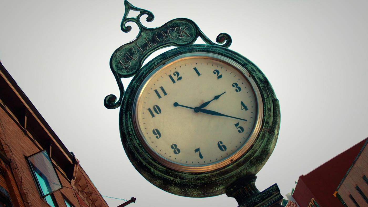 """What Is a Riddle That Has the Answer of """"clock""""?"""