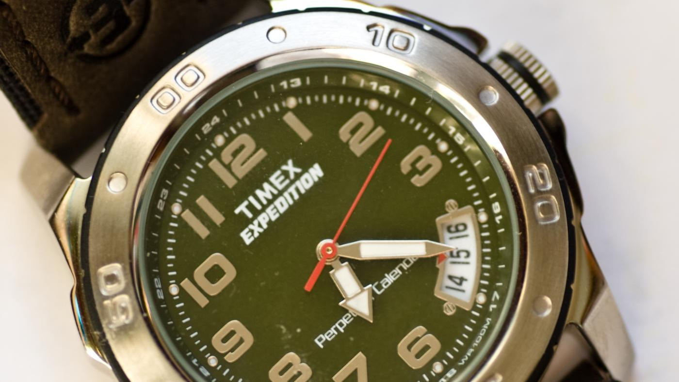How Do You Set a Timex 1440 Sports Watch?