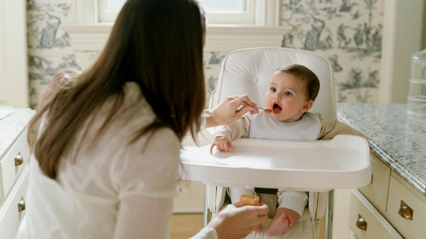 Should You Buy a Plastic or Wooden High Chair?