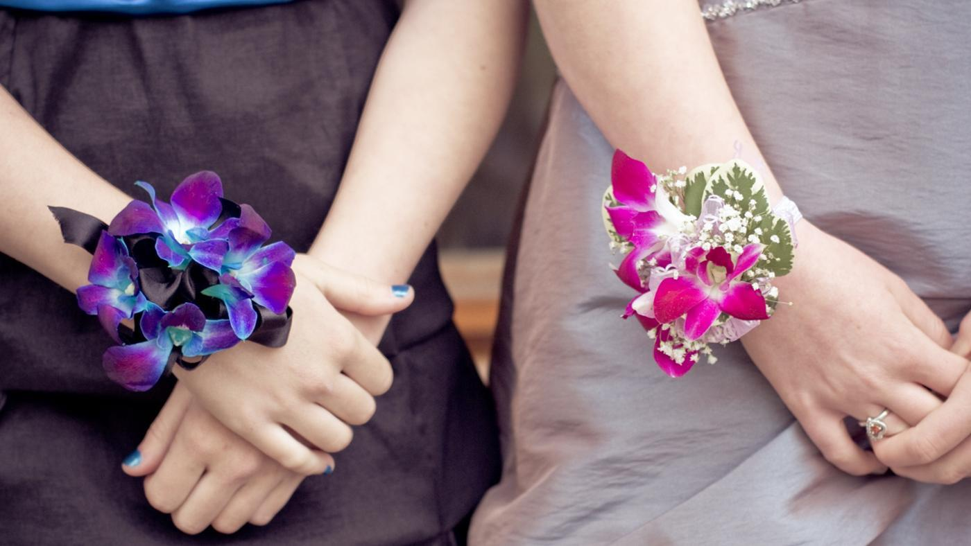 What Side Does a Wrist Corsage Go On?