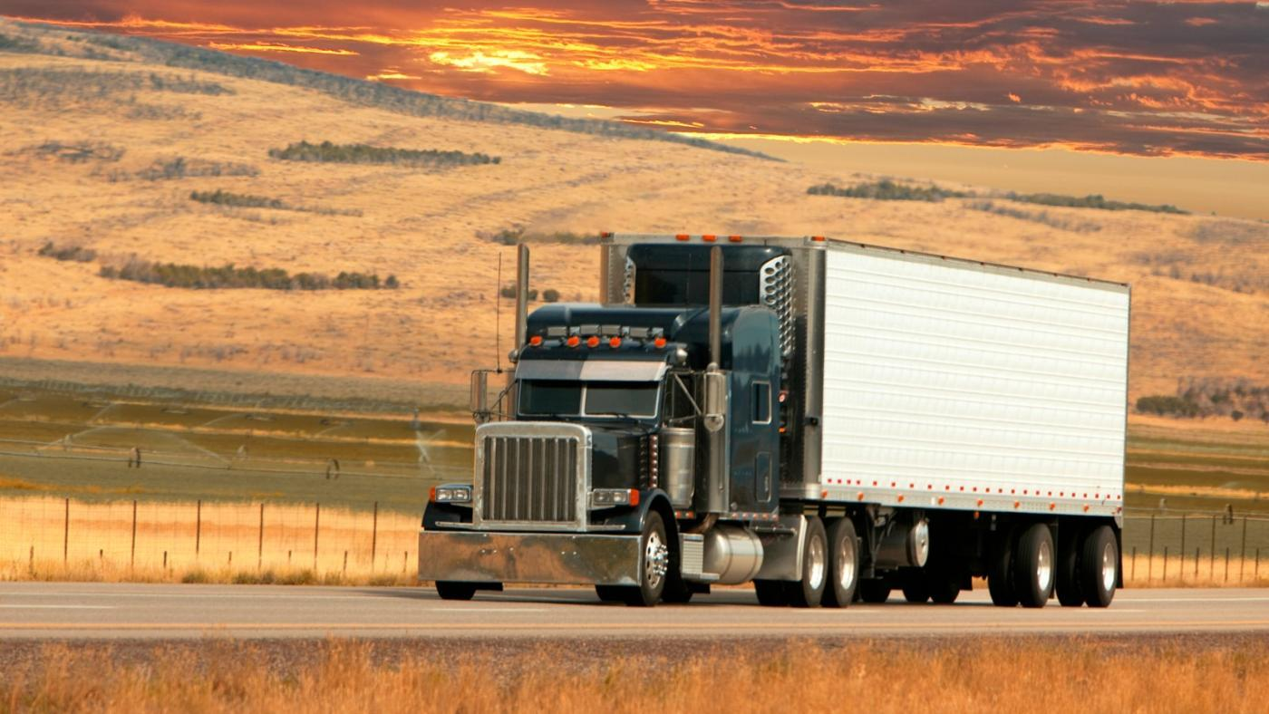 What Are the Standard Dimensions of an 18-Wheeler Trailer?