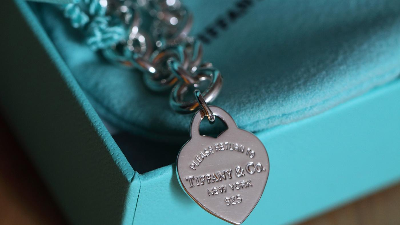 How to Tell Whether a Tiffany Bracelet Is Genuine?