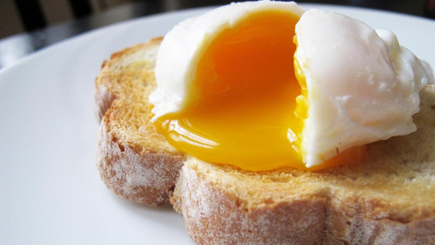 How Do You Use a Microwave Egg Poacher?