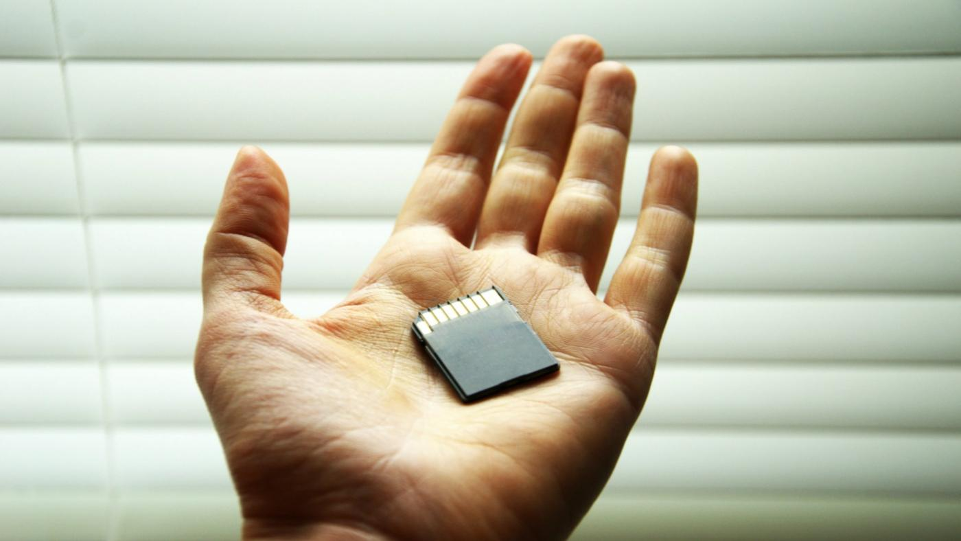 What Is the Difference Between SD and XD Memory Cards?