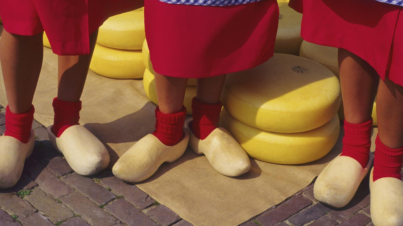 Why Did the Dutch Start to Wear Wooden Shoes ?