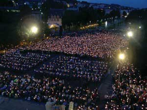 Lourdes - Candle light prayer
