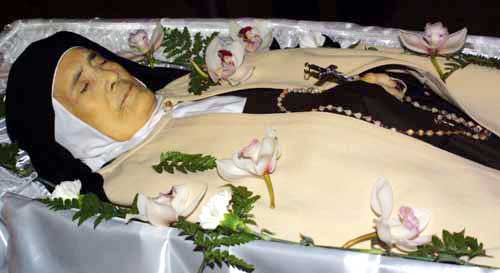 Sr Lucia in Coffin after death