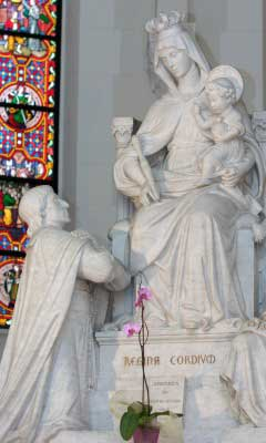 Statue of St. Louis de Montfort kneeling before Our Lady holding the Child Jesus
