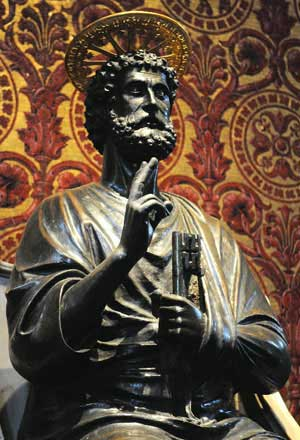 Statue of Saint Peter holding keys