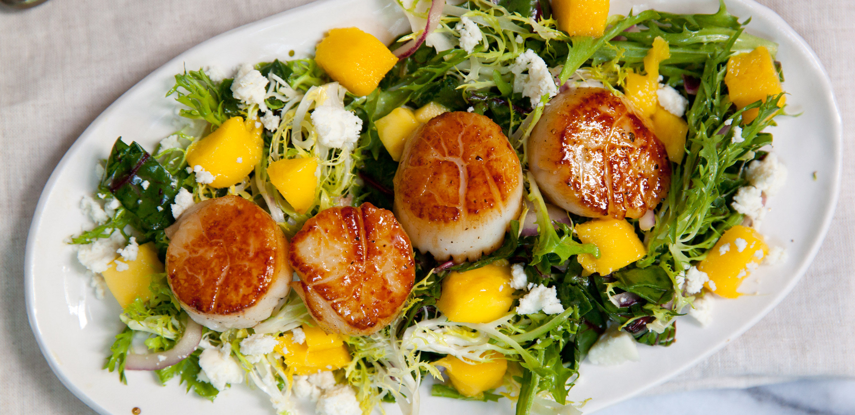 Can salad be sexy? This mango habanero salad with seared scallops says absolutely.