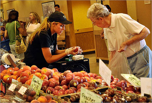 Wegmans massive food emporium in new york helping to set for Food bar wegmans pittsford