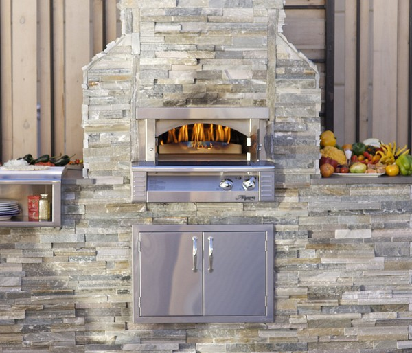 Great Outdoor Kitchen Complete With Pizza Oven: Alfresco Pizza Oven Built-In Plus