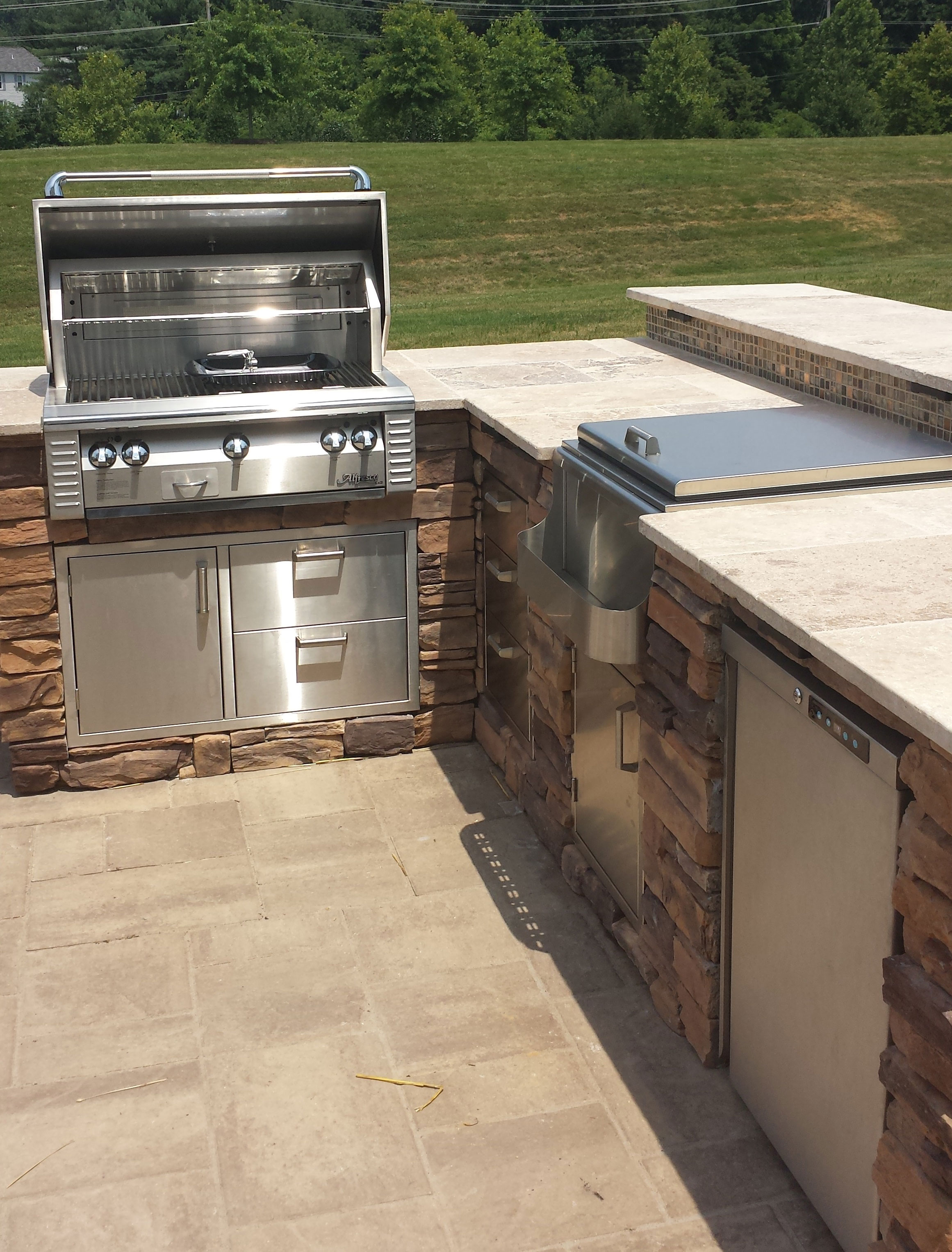 Alfresco Grill w/Travertine Tile Top