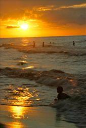 Atardecer en una bella Playa del Caribe Hondureño.: by 18conejo, Views[174]