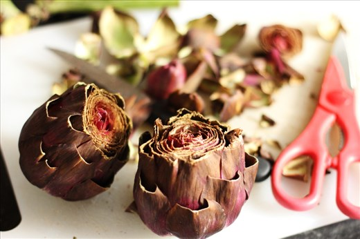 Artichokes trimmed with stalks cut.