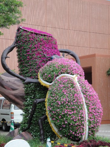And when you're planning out flower sculptures, you can't forget to build a giant bug one!