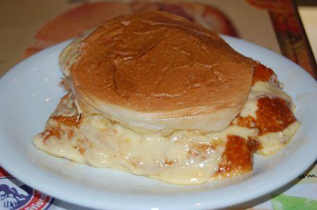 Ham and Cheese sandwhich... Goli´s fav at 11.30pm hehe